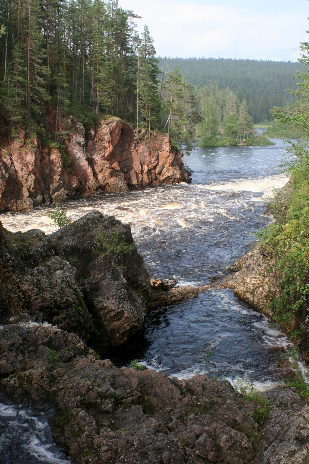 Oulangan kansallispuisto. Yleensä luonto rauhoittaa - Kiutaköngäs teki mielen enemmänkin levottomaksi.