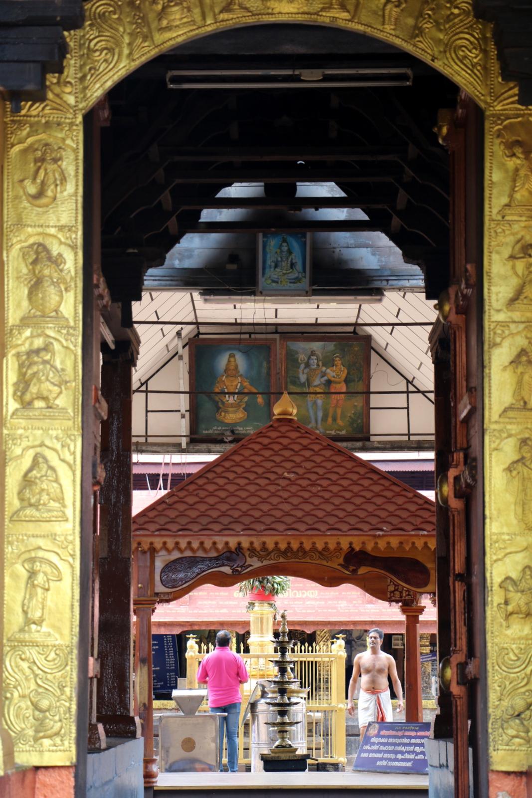 Thirunakkara Mahadeva -temppelin sisäänkäynti.