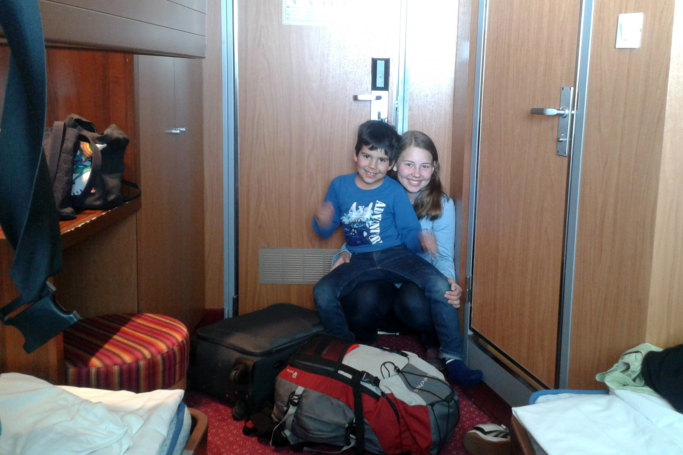 Laivalla Tallinnaan. Myös paluumatkalla meillä oli hytti, jota emme ehtineet kovin kauaa käyttää.