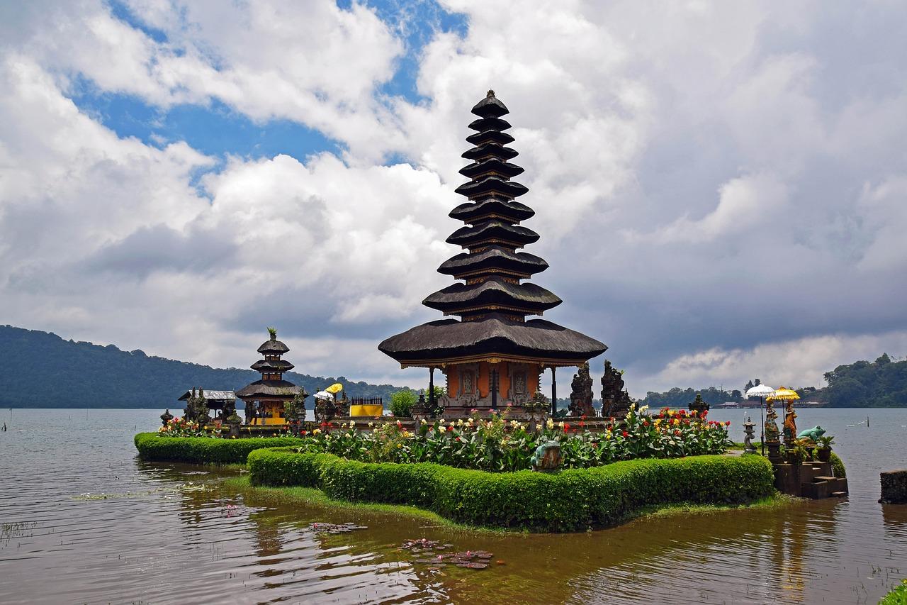 Ainakin Pura Ulun Danu Bratan -temppeli on Balilla nähtävä.
