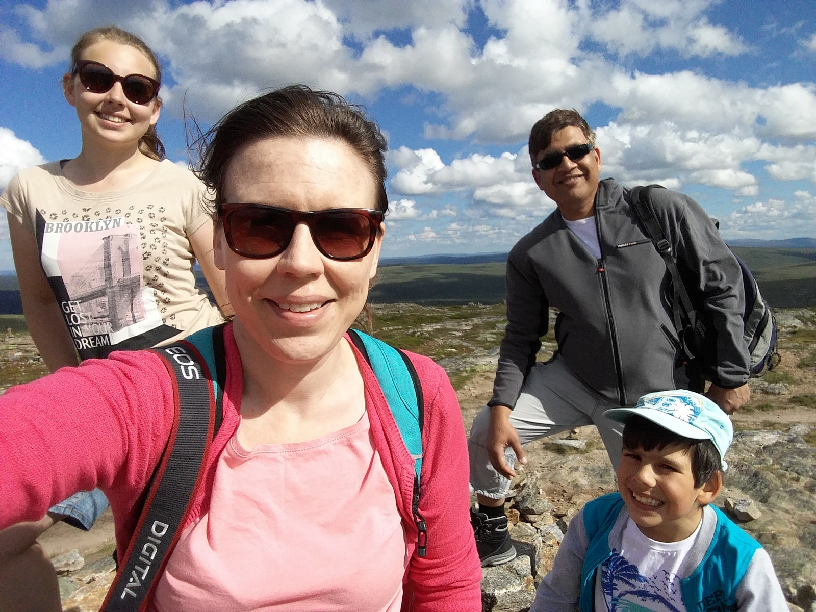 Saariselkä, Kiilopää. Me tehtiin se taas! Matkaryhmämme Kiilopään korkeimmalla huipulla.