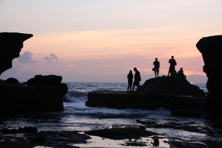 Kuvia Balilta. Auringonlasku Tanah Lot -temppelillä.