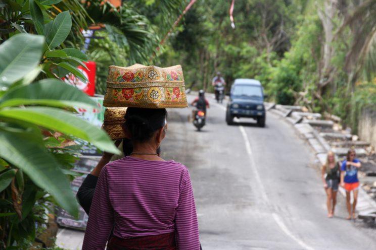 Kuvia Balilta. Uluwatu, katunäkymä.