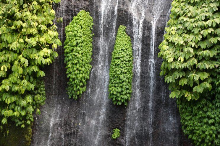 Kuvia Balilta. Banyumala-vesiputous.