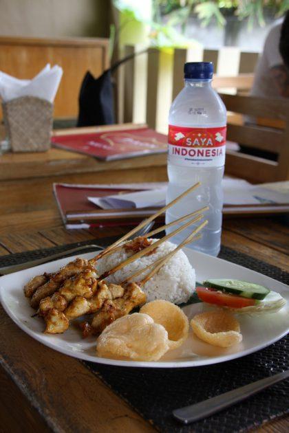 Bali matkavinkkejä. Satay ayam (kanavartaat) oli pienemmän lapsemme ehdoton suosikkiruoka Balilla.