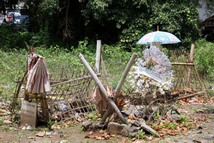 Nusa Lembongan, Bali. Hautausmaa Jungut Batun kylän laitamilla.