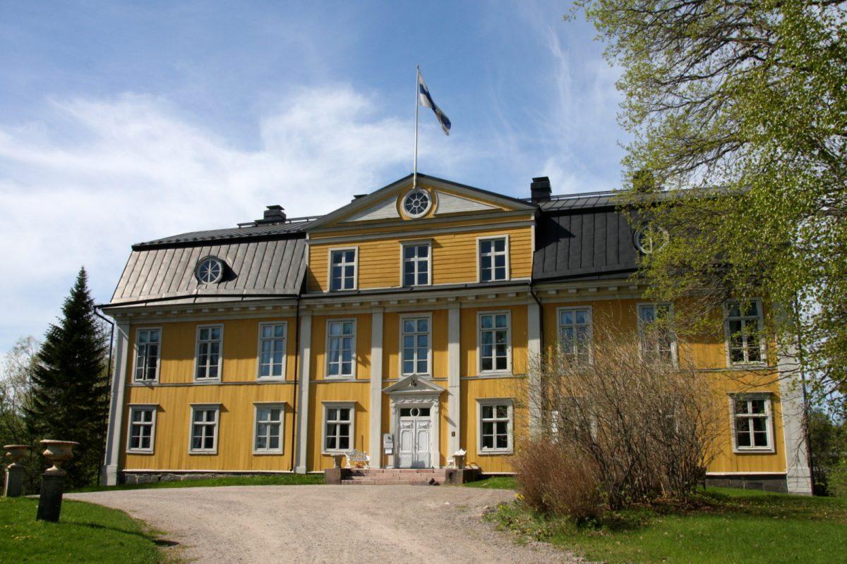 Mustion linna, rakennettu 1789-1792.