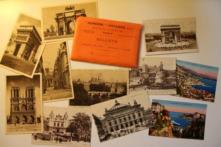 Vanhat postikortit roskalavalta