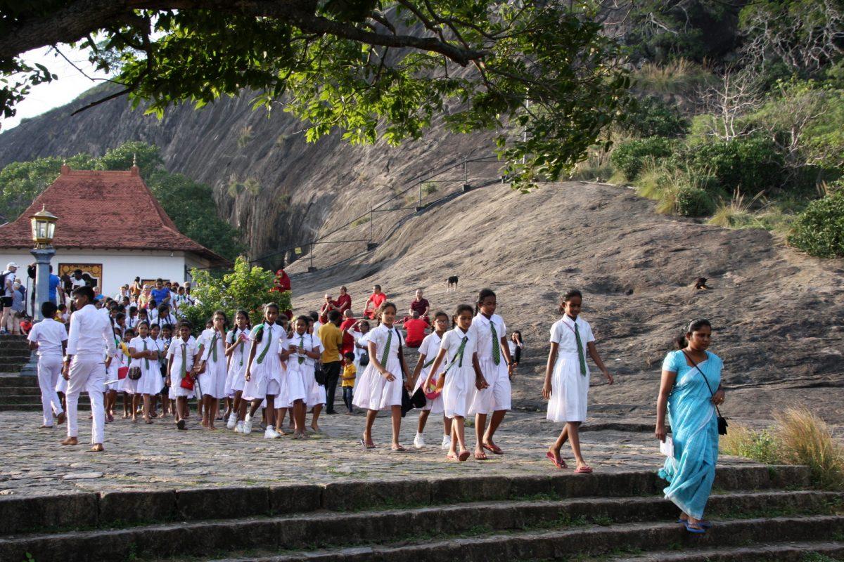 Dambulla: koulutytöt