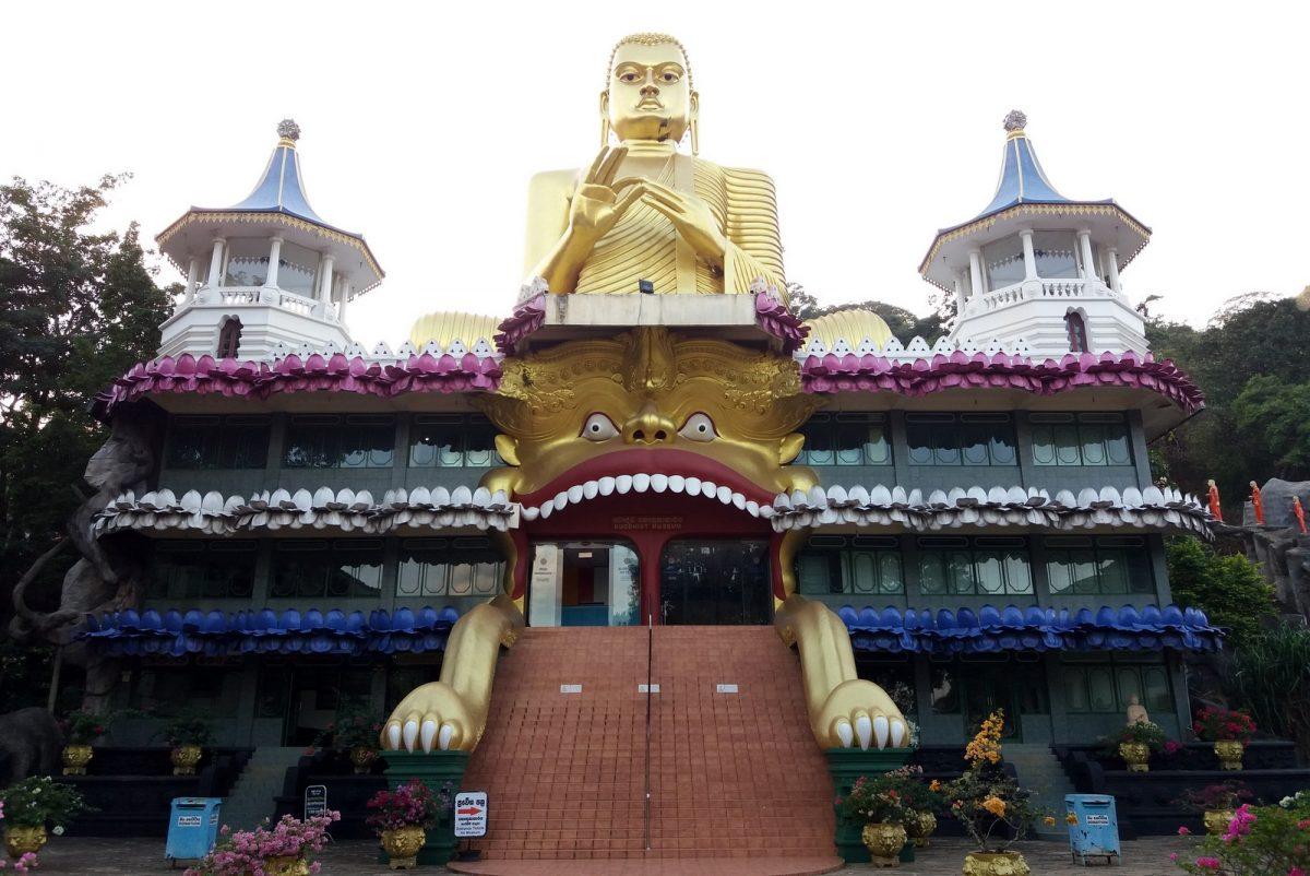 Dambulla: kultainen Buddha