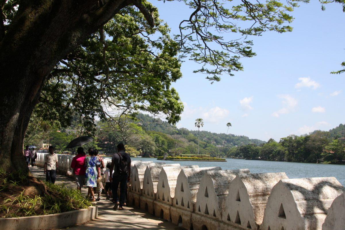 Kandy: järvi