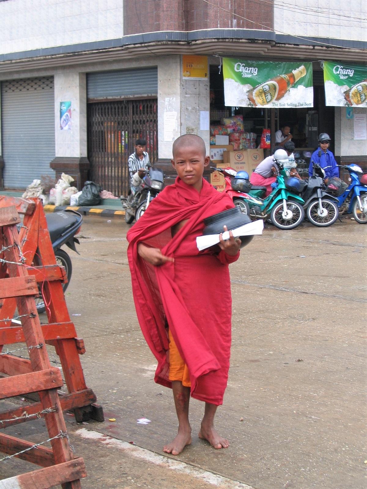 Myanmar, Kawthaung: nuori munkki.