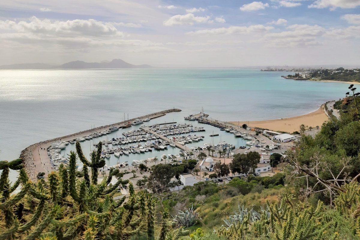 Sidi Bou Said, satama ja ranta